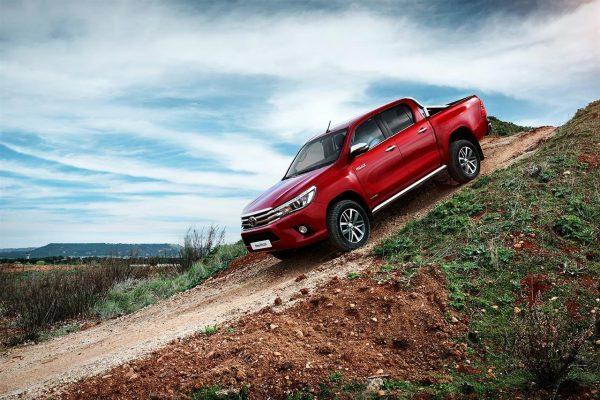 Toyota Hilux nová